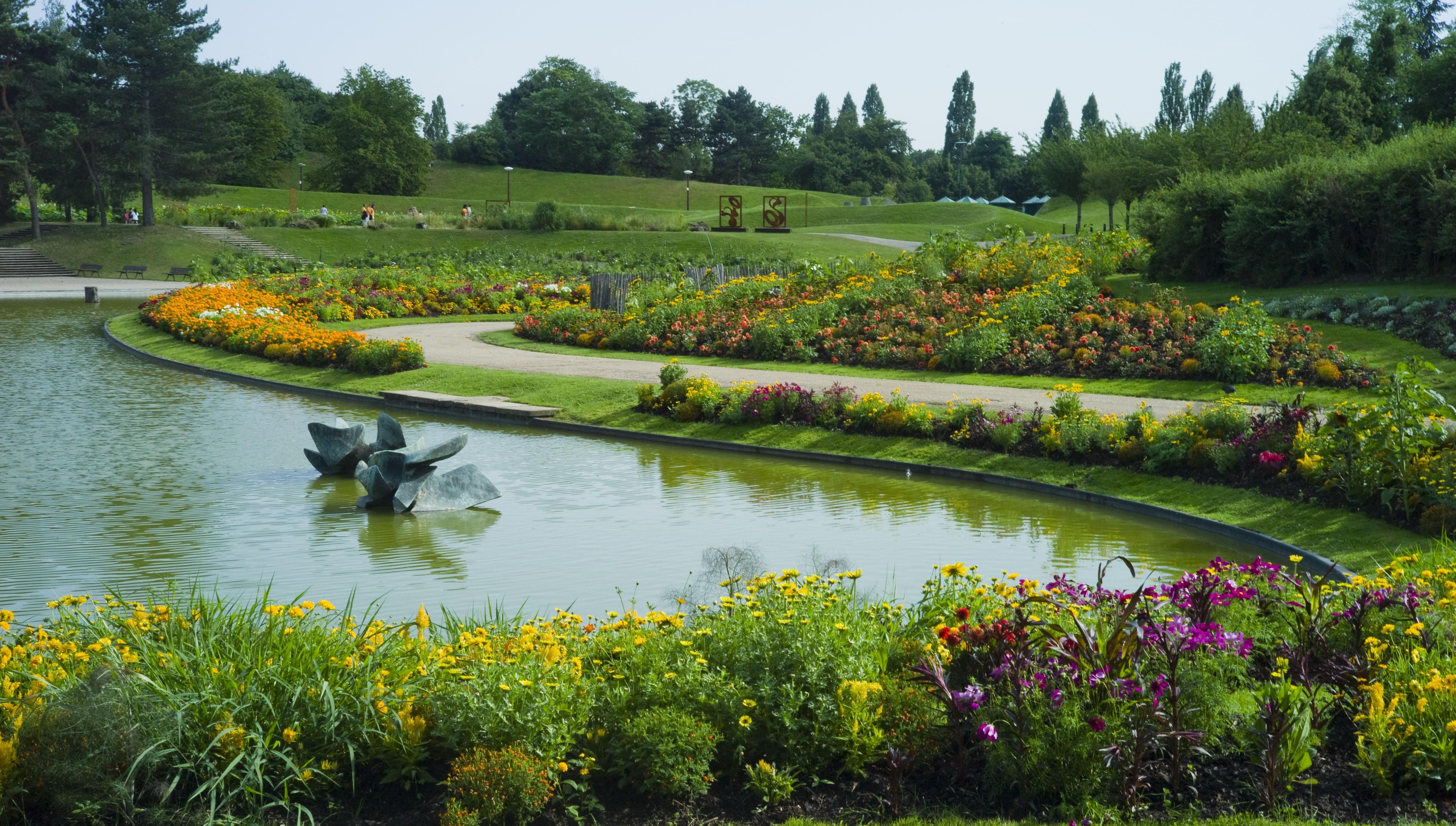 Um dos jardins coloridos do Parc Floral de Paris. Foto: wikimedia.org