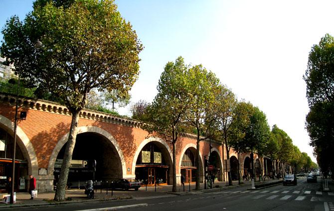 Na parte de baixo do jardim suspenso fica o Viaduc des Arts, onde é possível encontrar diversas lojas de arte. Foto: localnomad.com