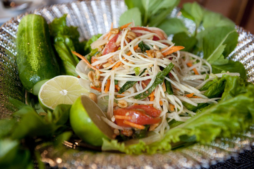 green-papaya-salad-culinaria-sudeste-asiatico-blog-gira-mundo