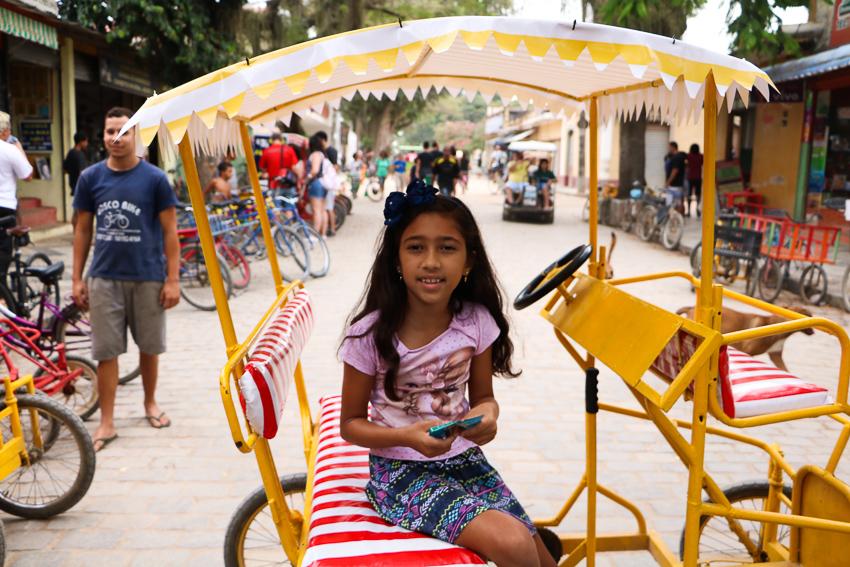 Crianças, aluguel de bicicletas, Paquetá