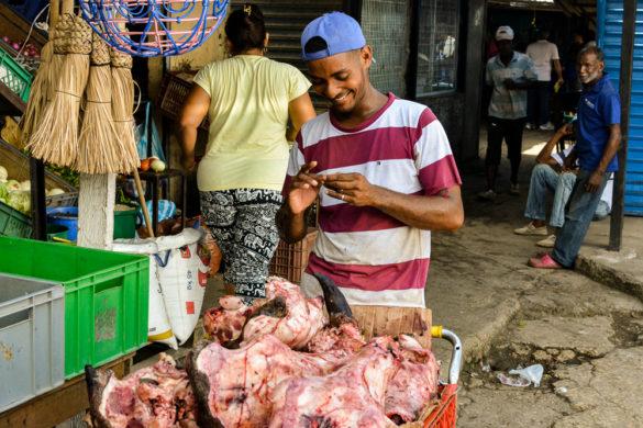 Despertando os sentidos no Mercado Popular Bazurto, em Cartagena
